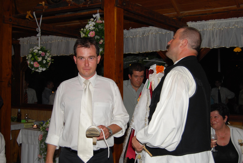 c62306e536 Menyasszonyi cipő űrméret vétel | Géber József a csanaki Vőfély ...